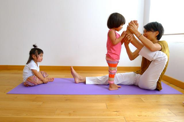 minako-yoga-kids
