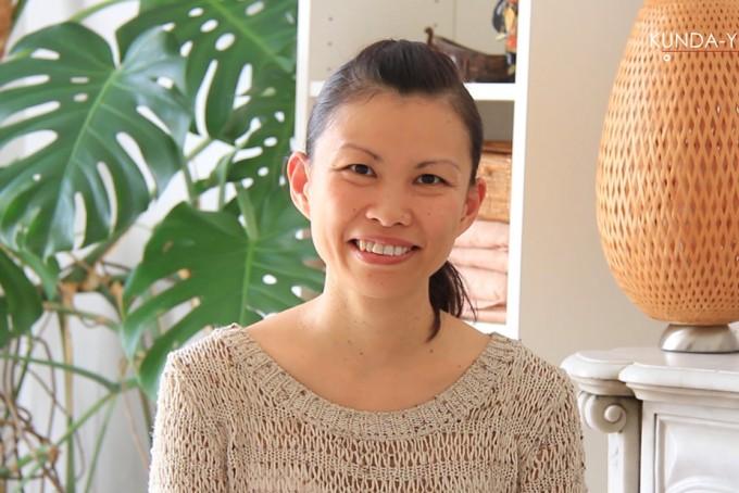Professeur de yoga Minako Komatsu
